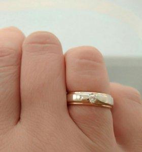 Кольцо с бриллиантом р 16.5