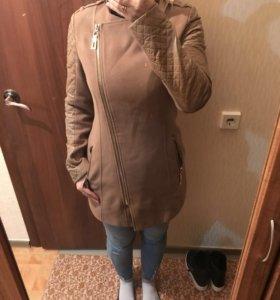 Пальто бежевое демисезонное
