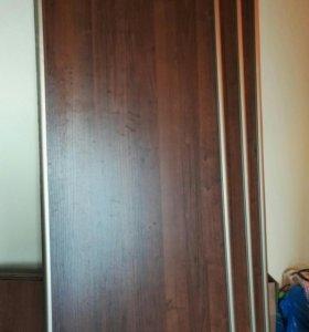 З двери от шкафа купе и дверцы антресоли