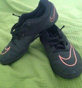 Футбольная обувь для зала (бутсы)