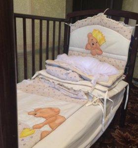 Детская кроватка с матрасом, бортики, белье