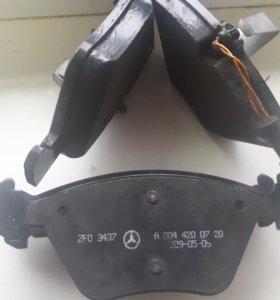 Комплект тормозных колодок MERCEDES-BENZ E-Class
