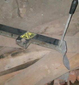 Лапа от шиномонтажного оборудования