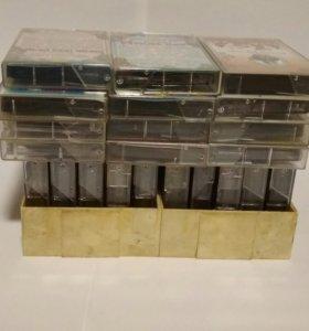 22 аудиокассеты с кассетницей на 10 аудиокасет