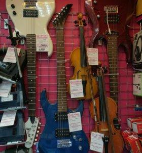 Электро гитары, скрипки, акустические гитары.