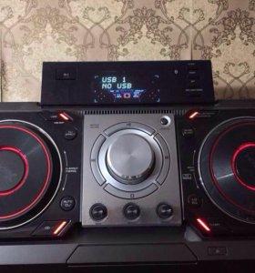 Мощная акустическая  система LG   X-Boom