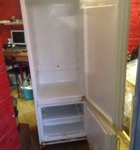 Холодильник, Indesit.