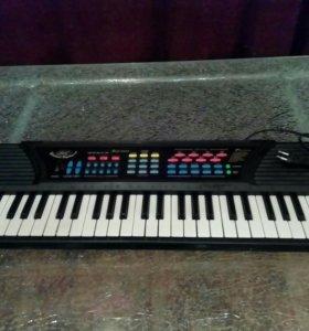 Синтезатор игрушечный