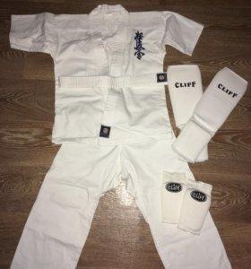 Кимоно и комплект защиты для карате