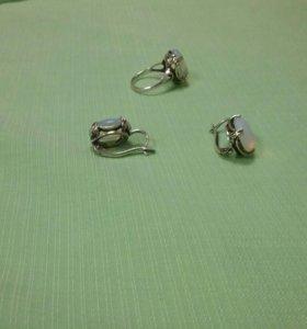 Серьги и кольцо по серебрянные с лунным камнем