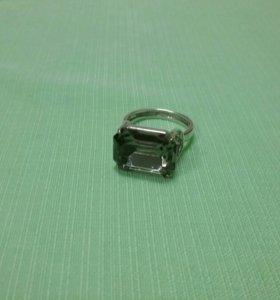 Кольцо по серебряное с камнем цирконий
