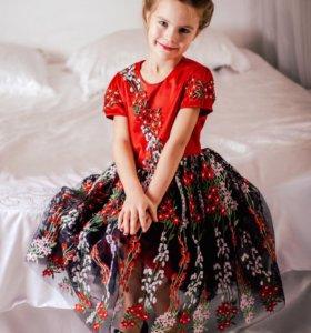 Дизайнерское платье детское, новое.