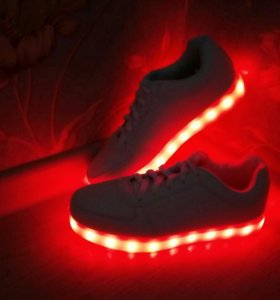 Светящиеся кроссовки из коллекции Саши Спилберг