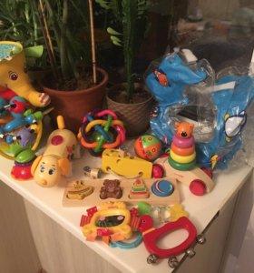 Игрушки и круг для купания