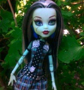 Кукла Monster High Frankie Stein в коробке