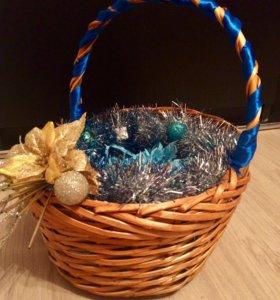 Плетёная корзина для подарков