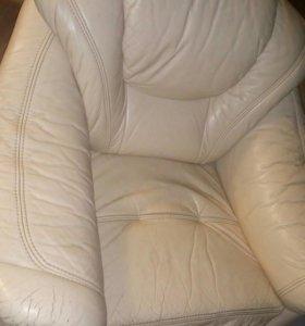 Кожаное мягкое кресло, цена только по 20 ноября!!!
