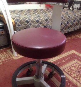 Кресло медицинское с поворотоми на колесиках