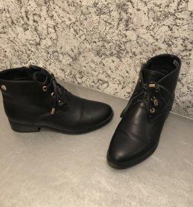 Продаю женские демисезонные ботинки