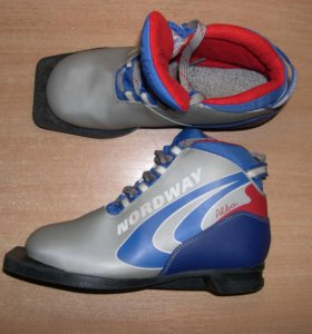 Лыжные ботинки, коньки - обмен, продажа