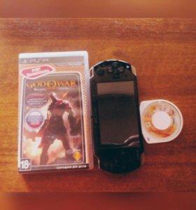 PSP и диск God of war с Dragon ball z