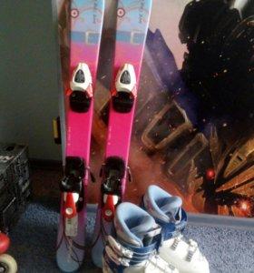Ботинки и лыжи а также палки горнолыжные для мал д