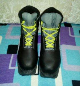 Лыжные ботинки р.40