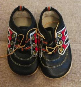 Ботиночки-пищалки для мальчика. Размер 14.