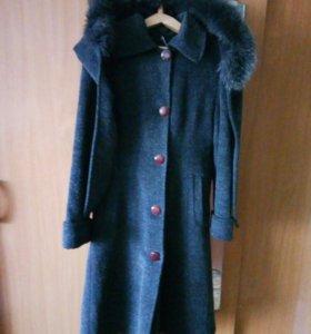 Пальто размер 46-48.