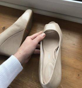 Туфли внутри как кроссовки by Adidas. Rockport