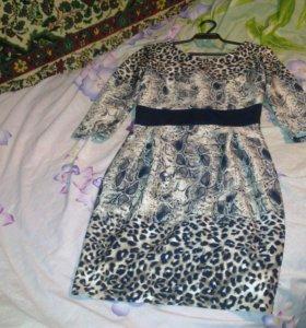 Фирменное платье необычной расцветки