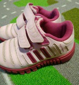 Кроссовки adidas р 23