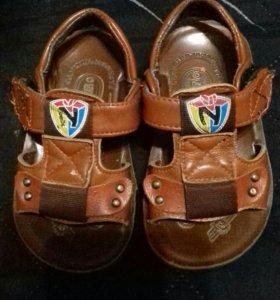 продам сандалии как новые
