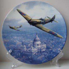 "Коллекционная тарелка ""Spitfire Over St Pauls"""