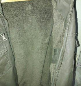 Кожная утепленая куртка с копишоном