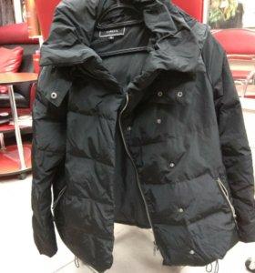 Продам куртку теплую с капюшоном 350₽