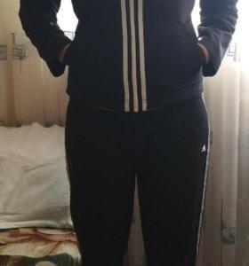 Спортивный костюм женский, фирма Adidas.