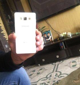 Телефон Самсунг DUOS Gelexy A7