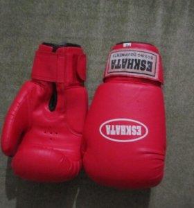 Кожаные красные перчатки