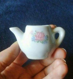Чайничек фарфор миниатюрный коллекционный