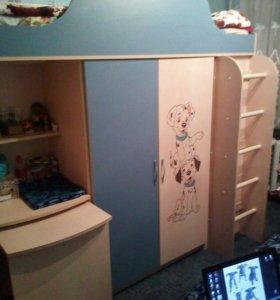 Детская кровать+шкаф.
