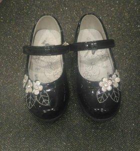 Туфли лакированные черные,26 р