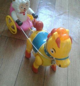 Звуковая и движущая игрушка