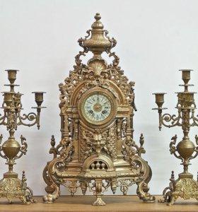 Антикварные часы с канделябрами