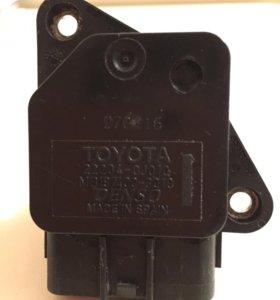 Toyota 22204-0J010 Датчик расхода воздуха