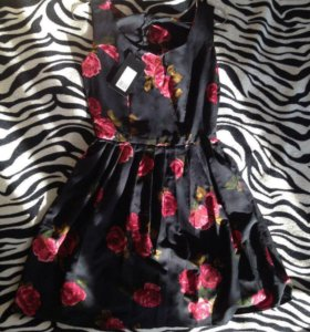 Новое платье размер М (44)