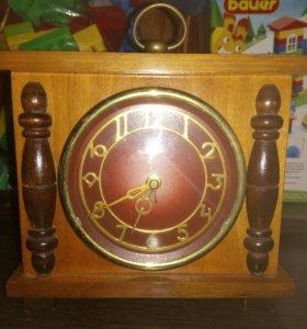 Часы в деревянном корпусе СССР