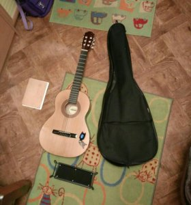Детская гитара с чехлом.