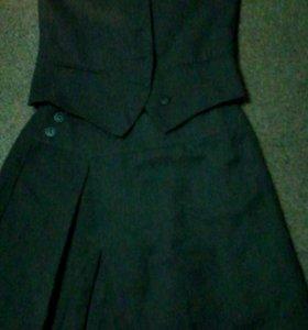 Школьная форма жилетка и юбка,серого цвета