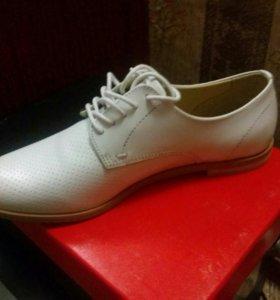 Туфли женские 38- размер кожаные новые